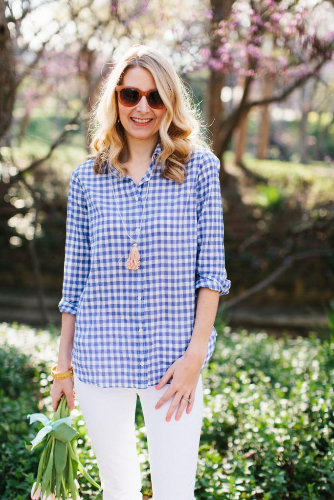 dallas blogger, j. crew, white skinny jeans, gingham, preppy, tassel necklace