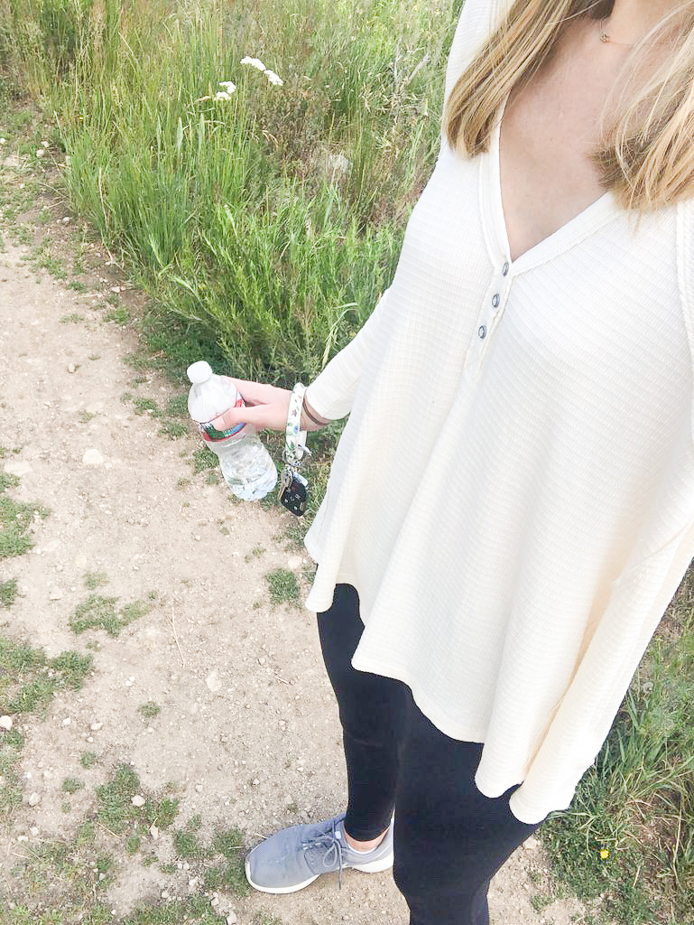 hiking mom outfit