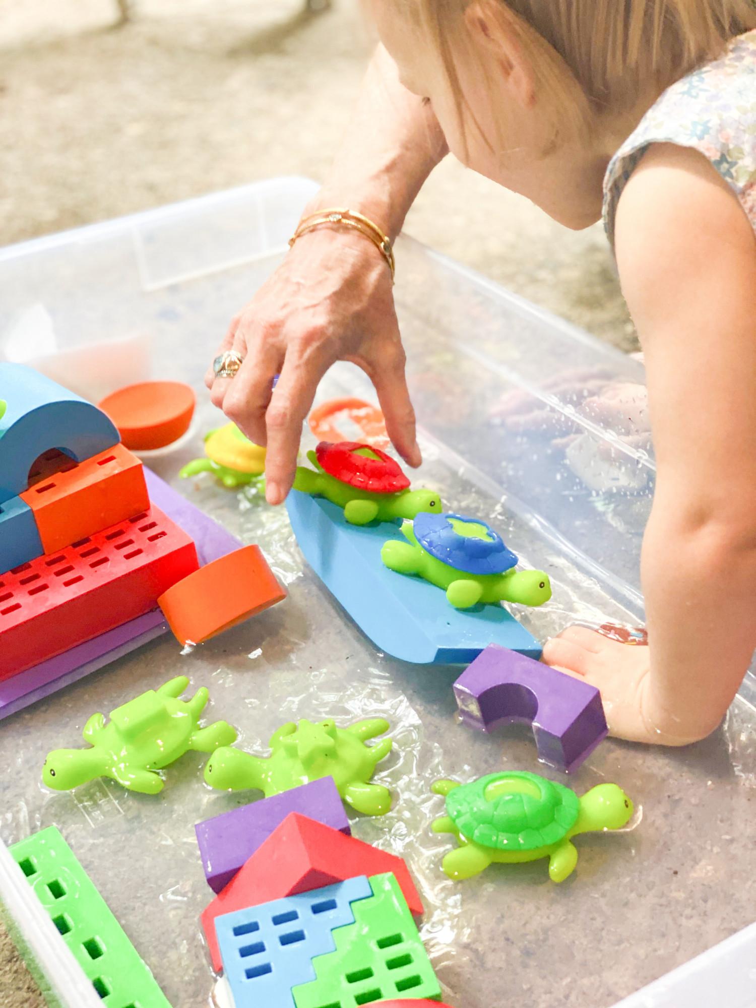 Des jouets à eau amusants et éducatifs pour les tout-petits et les enfants d'âge préscolaire ! | Dites-le, donnez 2
