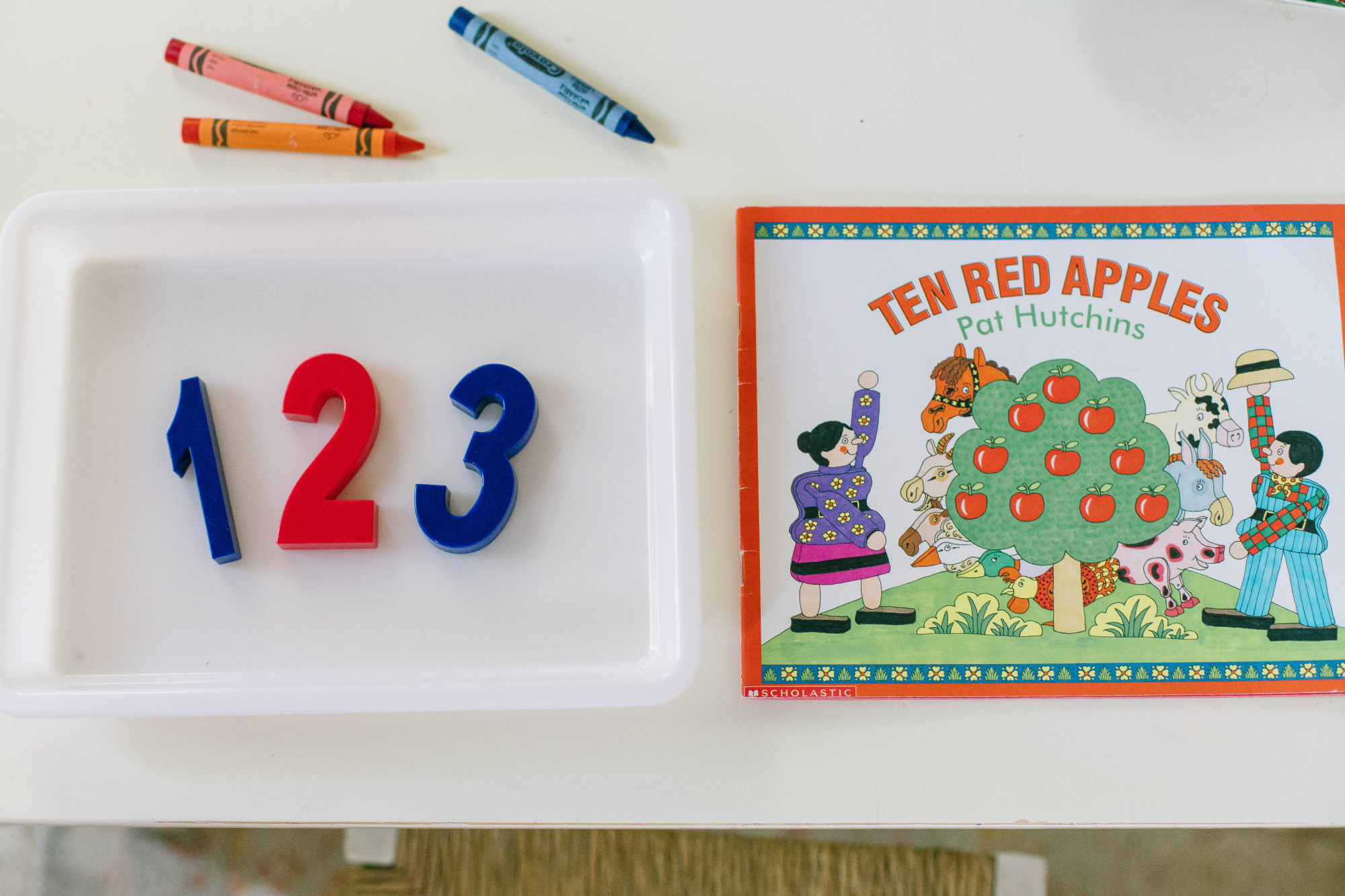 10 red apples book